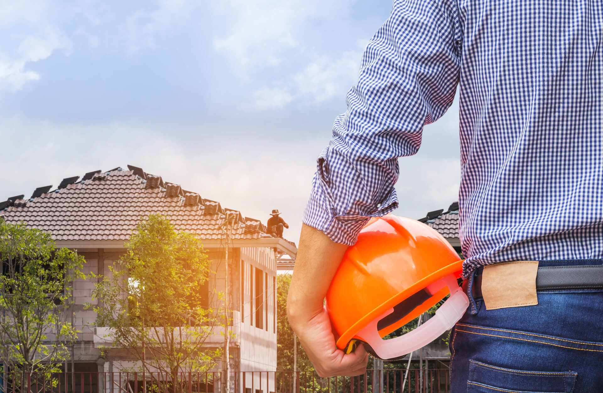 Great Plano Roofing Contractor Looking At Homes With New Roofs